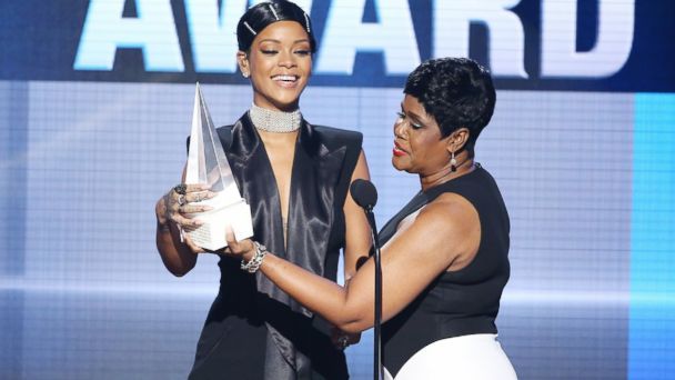 GTY rihanna nt 131125 16x9 608 Rihannas Mom at the AMAs, Plus 7 Celebrity Mother Daughter Moments
