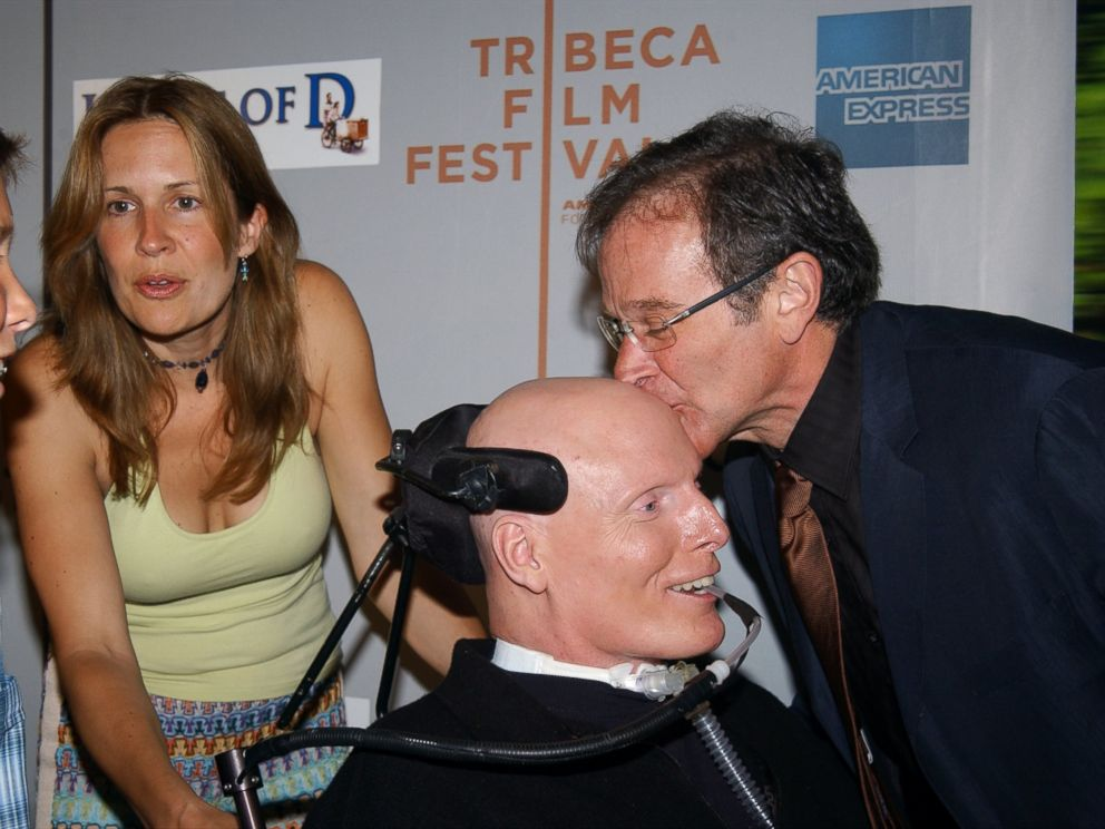PHOTO: Comic Robin Williams smooches pal Christopher Reeves head as Reeves wife, Dana, and son Will look on before a Tribeca Film Festival screening of House of D at the Tribeca Performing Arts Center on West St. Williams stars in the movie.
