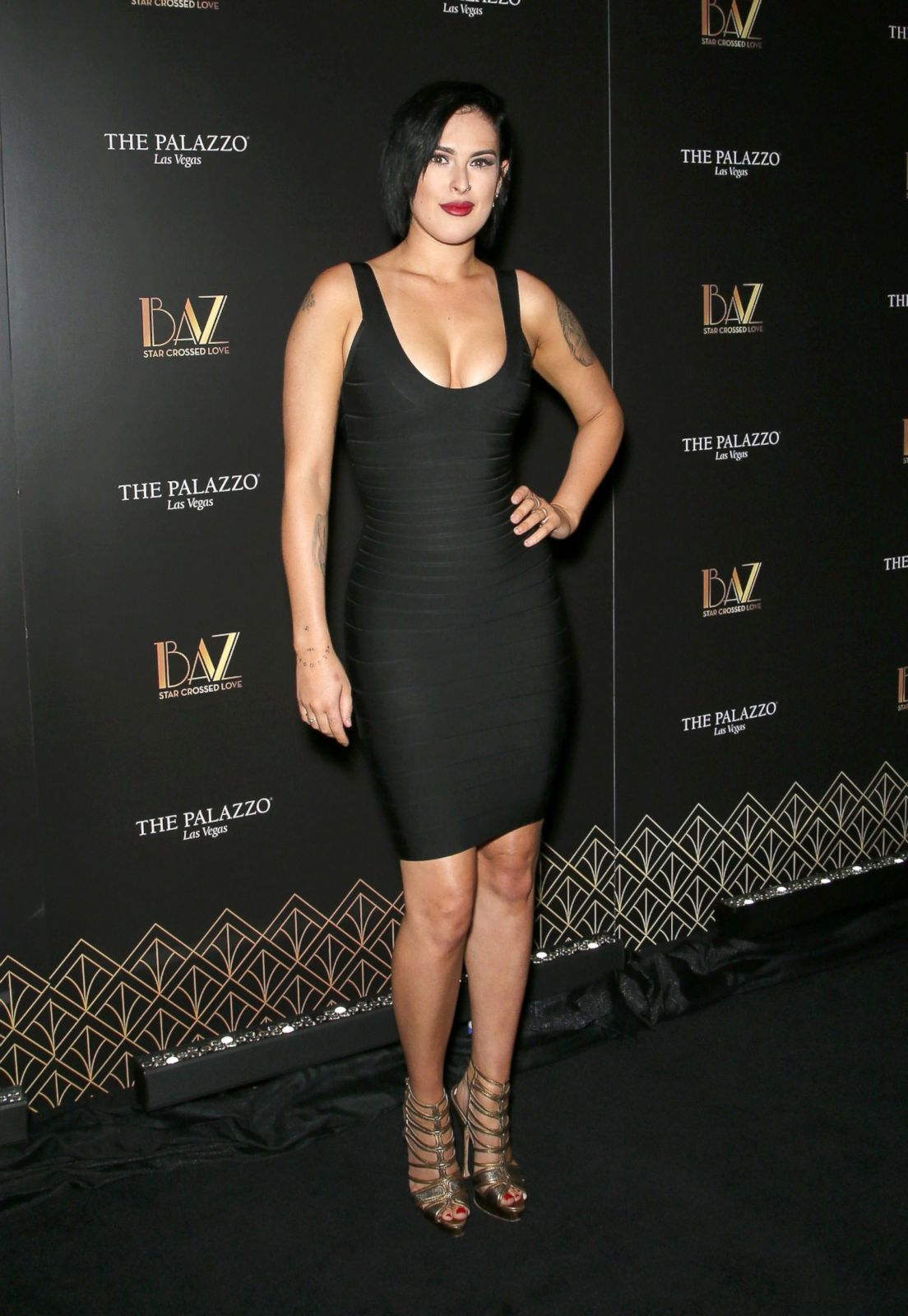 Debra Messing Braless Amazing debra messing hits the red carpet jumpsuit picture   july's top