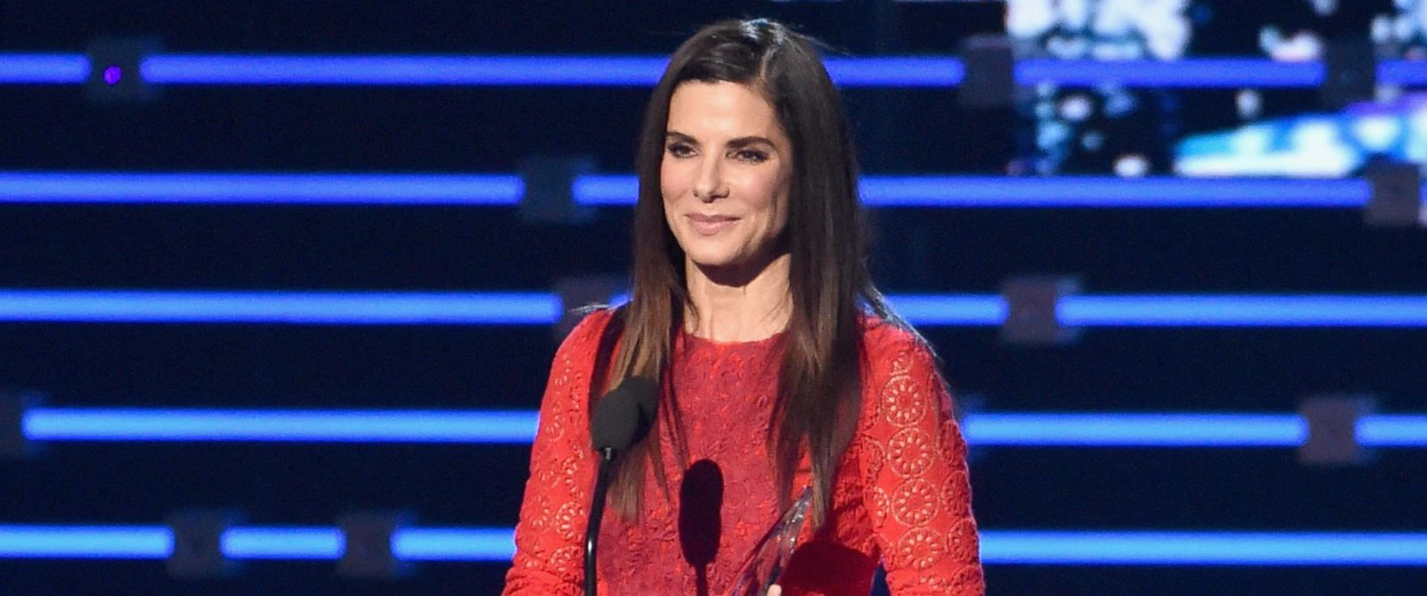 PHOTO: Actress Sandra Bullock accepts the award for Favorite Movie Actress onstage during the Peoples Choice Awards 2016 at Microsoft Theater, Jan. 6, 2016, in Los Angeles.