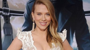 Scarlett Johansson Shows Off Her Curves on the Red Carpet