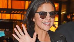 Selena Gomez Does the Wave