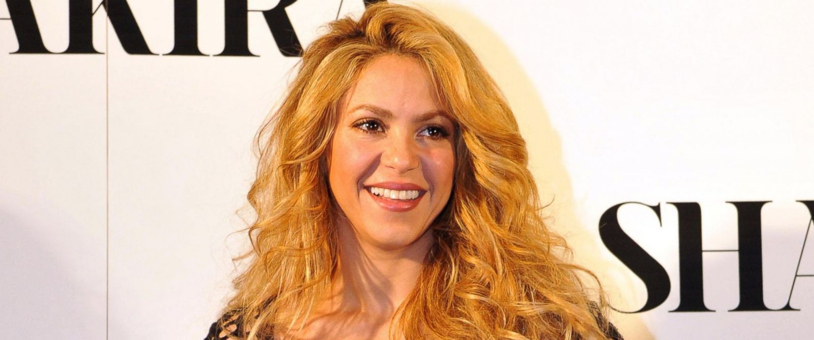 PHOTO: Shakira attends a photocall during a party celebrating her latest music album on March 20, 2014 in Barcelona, Spain.