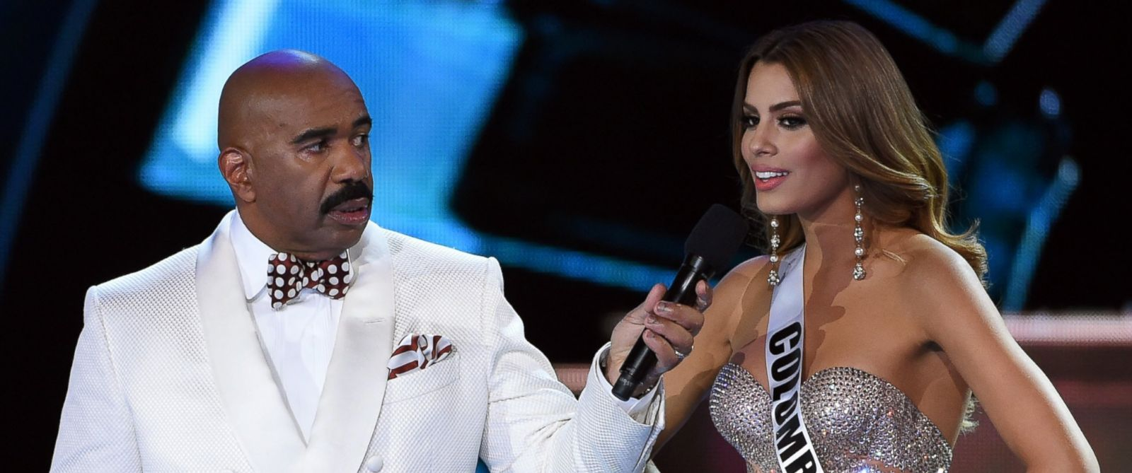 PHOTO: Host Steve Harvey listens as Miss Colombia 2015, Ariadna Gutierrez Arevalo, answers a question during the interview portion of the 2015 Miss Universe Pageant at The Axis at Planet Hollywood Resort & Casino, Dec. 20, 2015, in Las Vegas.