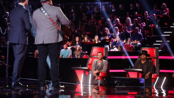 GTY the voice jef 131112 16x9 608 The Voice Recap: Josh Logan and Jonny Gray Eliminated