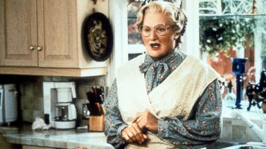 PHOTO: Robin Williams in the kitchen in a scene from the film Mrs. Doubtfire, 1993.