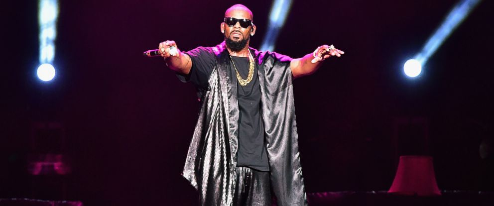 PHOTO: Recording artist R. Kelly perfoms onstage during the Soul Train Weekend Concert 2015 at the Mandalay Bay Events Center on November 7, 2015 in Las Vegas, Nevada.