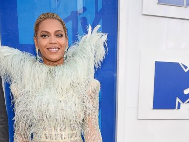 Beyonce Steps Out With Daughter Blue Ivy