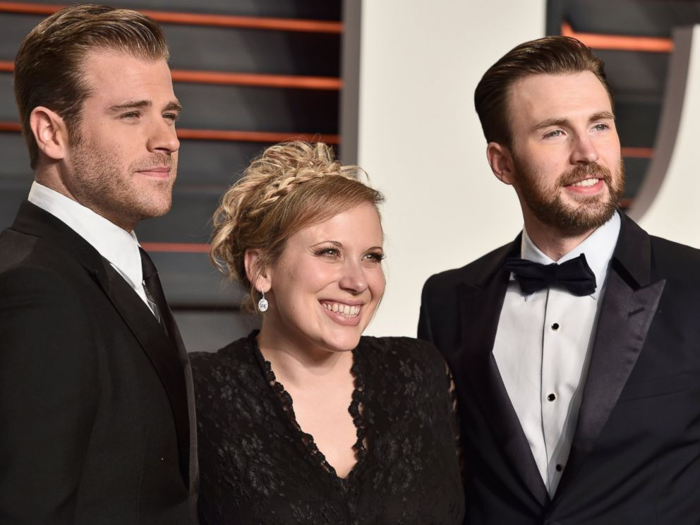 PHOTO: Scott Evans, Carly Evans and Chris Evans attend the 2016 Vanity Fair Oscar Party, Feb. 28, 2016, in Beverly Hills, California.