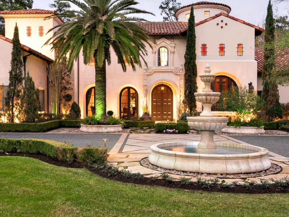 PHOTO: Lady Gaga rented this $20 million Houston estate, Villa Encantado, through Airbnb Super Bowl weekend.