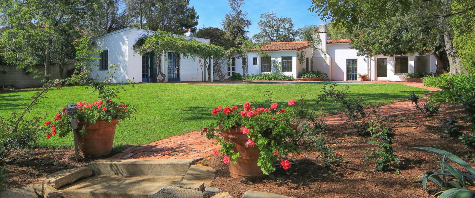 PHOTO: Marilyn Monroes former home in the Brentwood neighborhood of Los Angeles is on the market for $6.9 million.