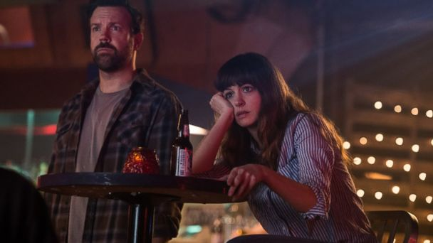 PHOTO: Jason Sudeikis and Anne Hathaway are seen in a still from
