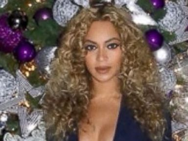 Beyonce Posts Festive Holiday Photo