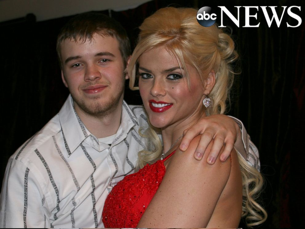 PHOTO: Anna Nicole Smith is seen here with her son Daniel in this 2005 family photo.