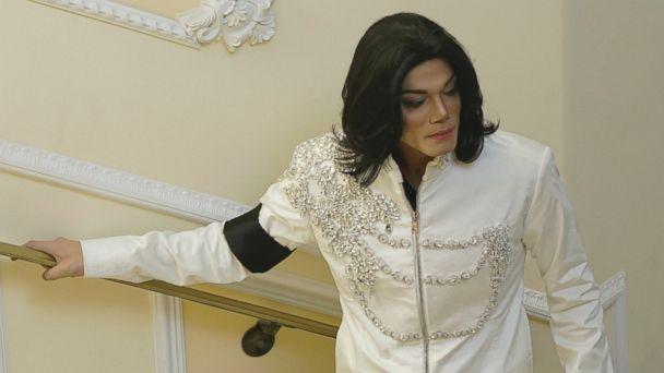 PHOTO: Navi plays Michael Jackson in