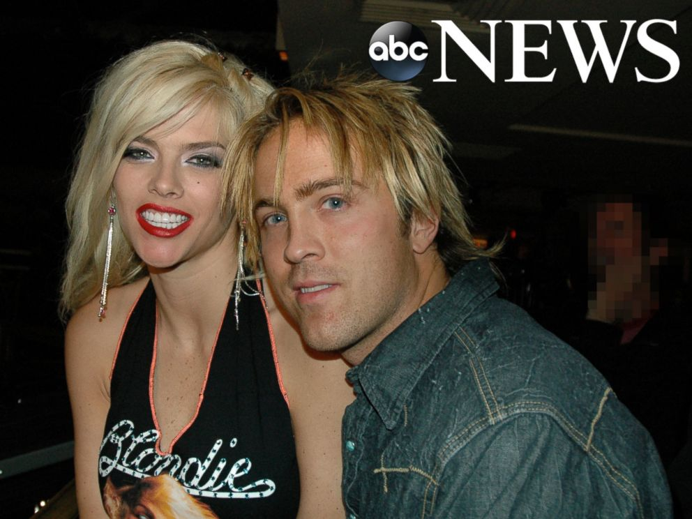 PHOTO: Larry Birkhead, a photographer, said he and Anna Nicole Smith, shown here together in this 2005 photo, kept their romantic relationship private.