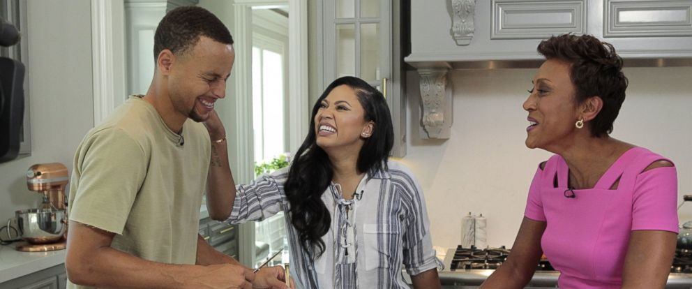 """PHOTO: NBA star Stephen Curry and """"The Seasoned Life"""" cookbook author Ayesha Curry spoke with ABC News Robin Roberts about their lives on the basketball court and in the kitchen."""