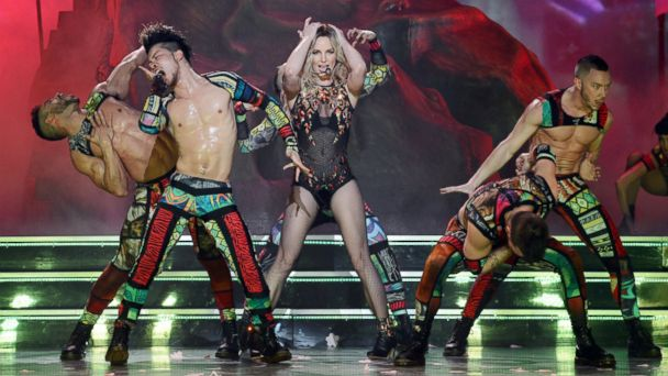 HT DSC8353Truscello britney spears jt 131228 16x9 608 Britney Spears Opening Night in Vegas Draws Rave Reviews