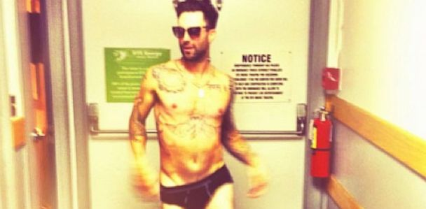 HT adam levine underwear instgram thg 130829 33x16 608 Hilarious Photo: Adam Levines Fiancee Snaps Him In His Skivvies