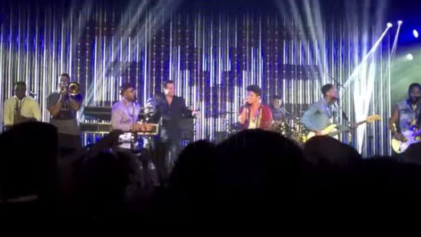 HT bruno mars brad pitt jtm 140522 16x9 608 Brad Pitt Shows Off His Moves Onstage With Bruno Mars