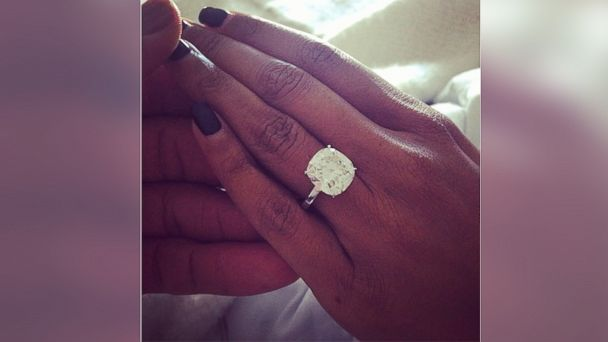HT dwyane wade gabrielle union engagement ring background jt 131222 16x9 608 Gabrielle Union, Dwyane Wade Engaged