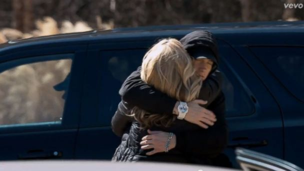 HT eminem mom tk 140512 16x9 608 Eminem Apologizes to His Mother in New Video