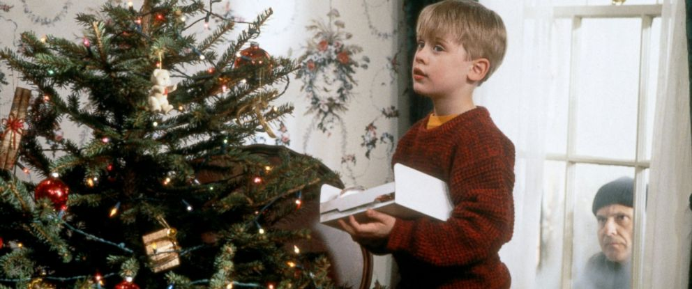 """PHOTO: Macaulay Culkin as Kevin McCallister in a scene from """"Home Alone."""""""