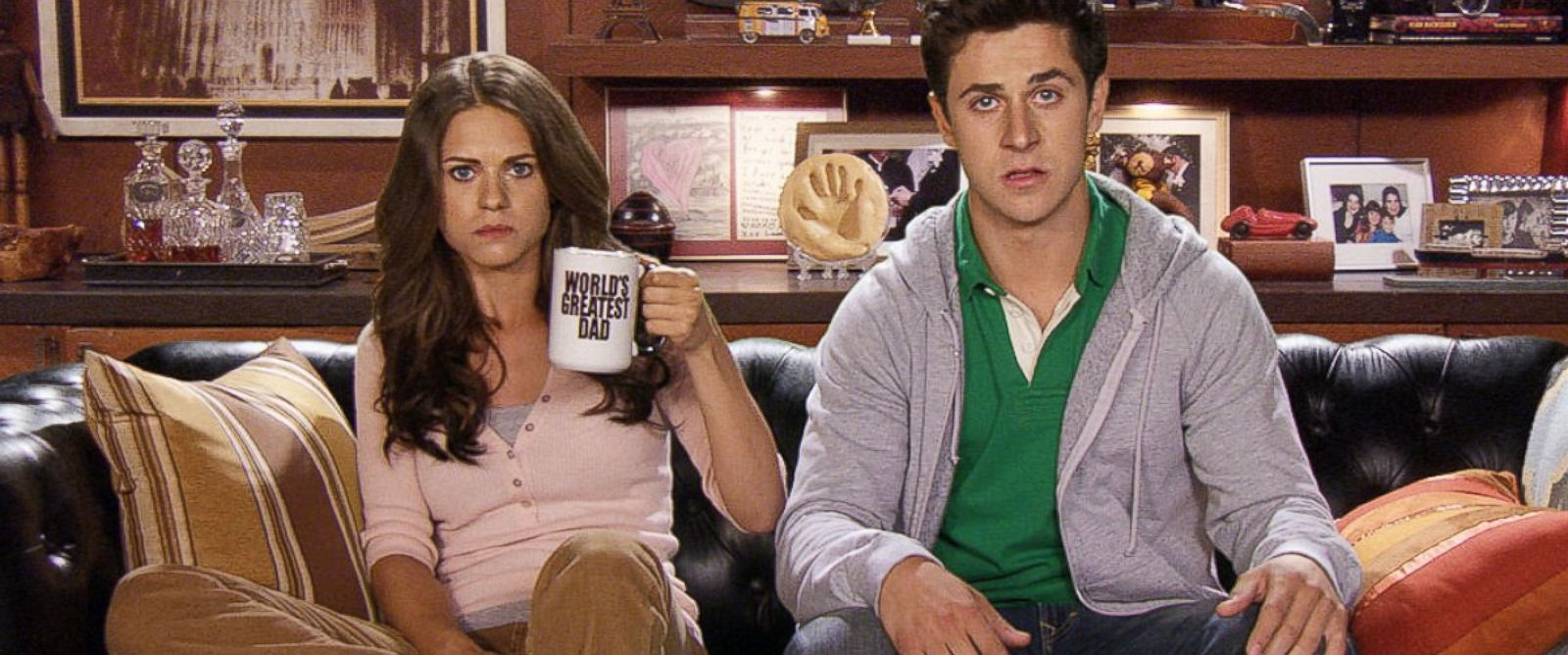 "PHOTO: Lyndsy Fonseca and David Henrie in a scene from ""How I Met Your Mother."""