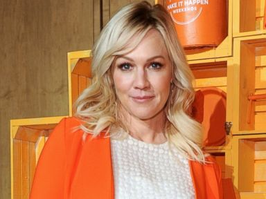 PHOTO: Jennie Garth shares her MOTRIN Make It Happen Weekends story at Apartment Therapys spring Maker Talk in New York City on May 4, 2015.