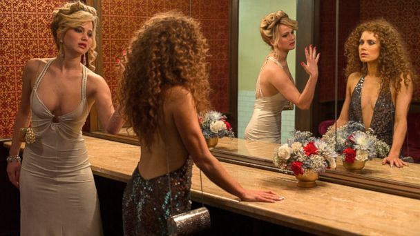 HT jennifer lawrence2 american hustle tk 131223 16x9 608 How Jennifer Lawrence Nearly Ruined her American Hustle Dress