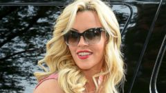 Newlywed Jenny McCarthy Steps Out In Chicago