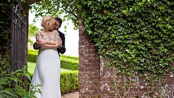 HT kelly clarkson engagement lpl 130821 16x9 608 Kelly Clarkson Tweets Engagement Photo With Fiancé
