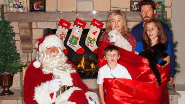 HT kelly clarkson jef 131211 16x9 608 See: Kelly Clarksons Goofy Family Christmas Portrait