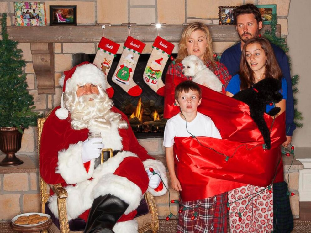 PHOTO: Kelly Clarkson shared her version of an awkward family Christmas card via her Twitter account, Dec. 10, 2013.