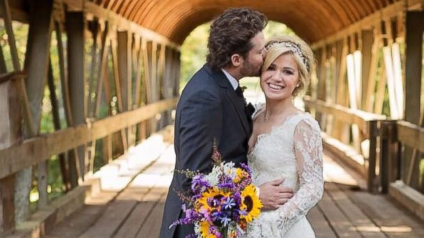 HT kelly clarkson wedding lpl 131021 16x9 608 Watch Kelly Clarksons Romantic Wedding Video