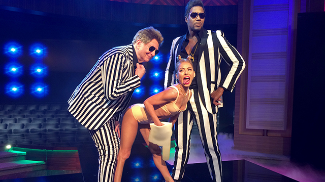 HT kelly michael jtm 131031 wmain Which Celebs Miley Cyrus Costume Is Best?