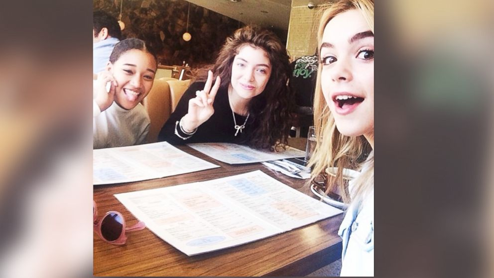 PHOTO: Kiernan Shipka, left, Lorde, center, and Amandla Stenberg are seen eating breakfast together on Feb. 23, 2014.