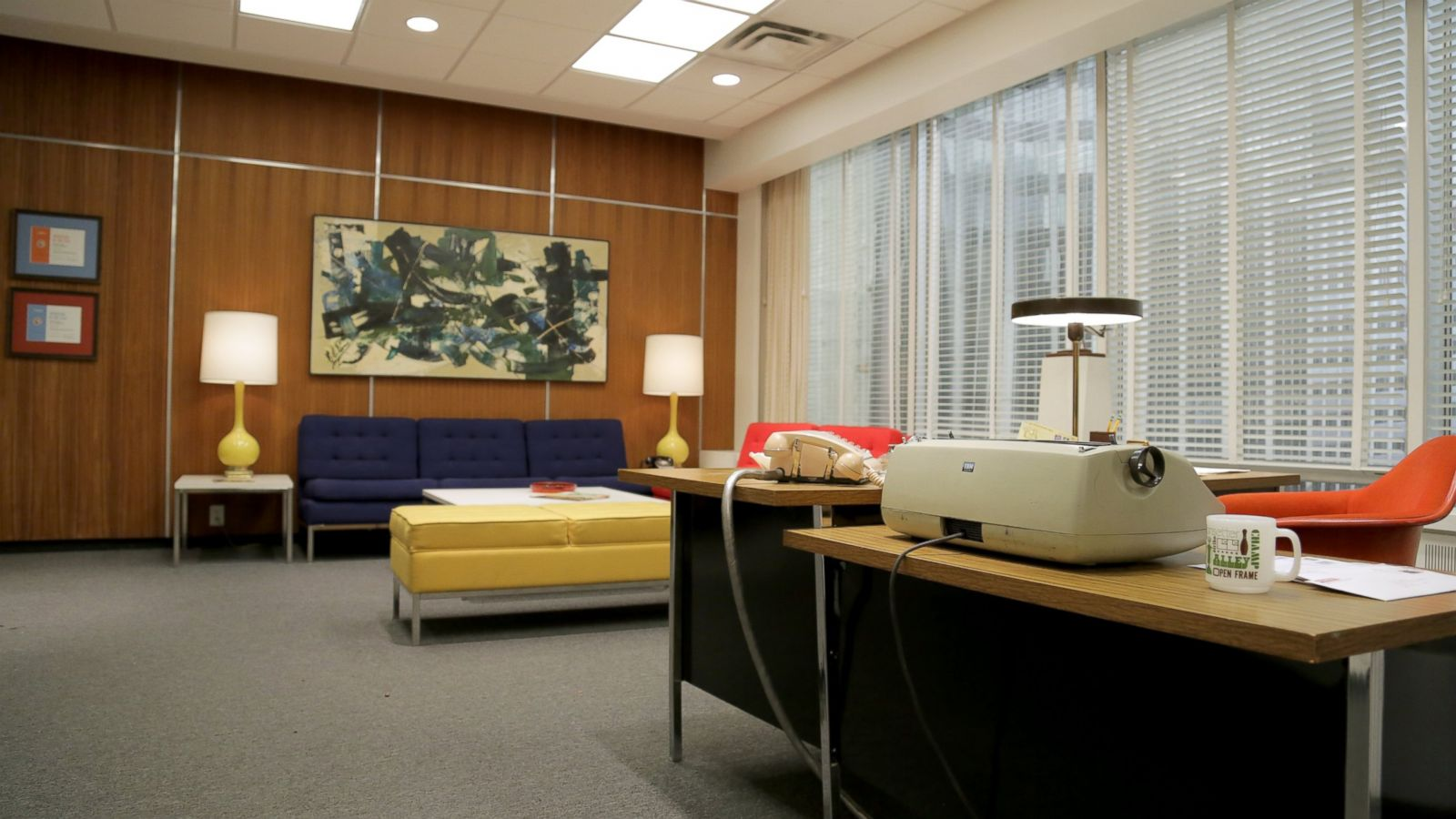 39 mad men 39 behind the scenes with creator matthew weiner for Office design news