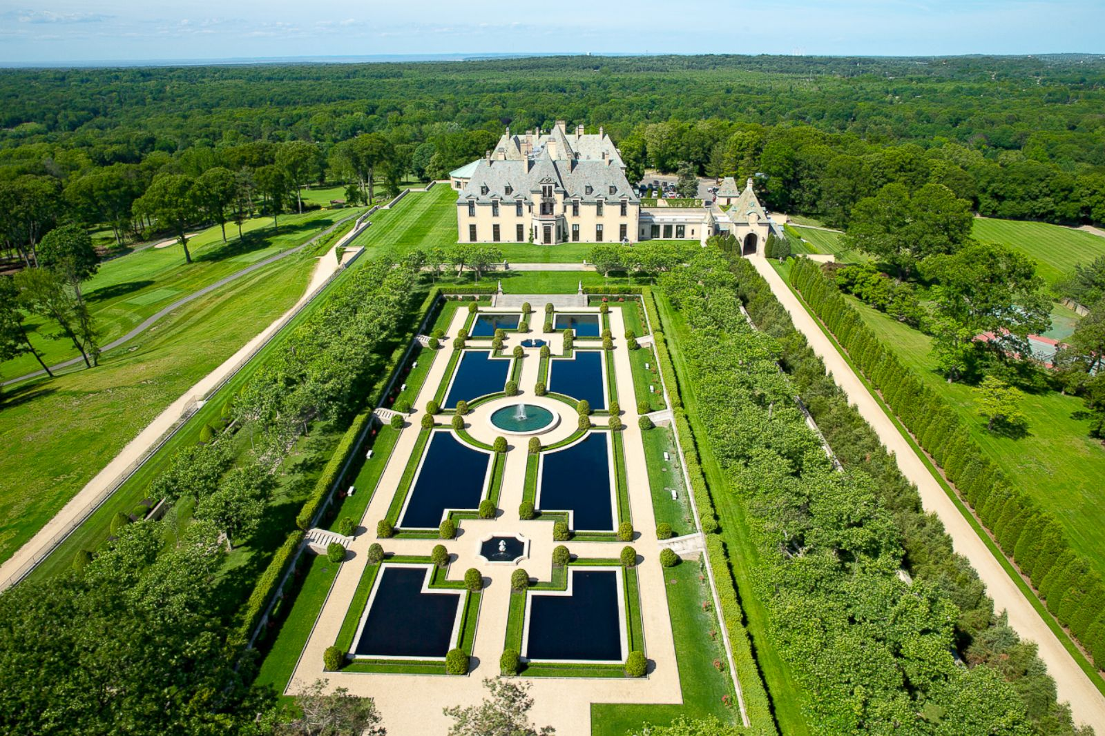 Taylor swift uses oheka castle as setting for latest video Great gatsby house tour