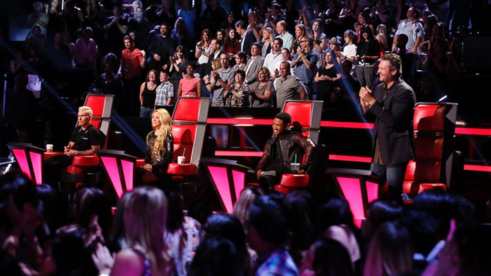 Blake Shelton stands and applauds next to the rest of the judges of The Voice, May 5, 2014.