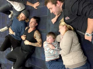 PHOTO: Maroon 5 hangs out with 10-year-old superfan Christopher Warner.