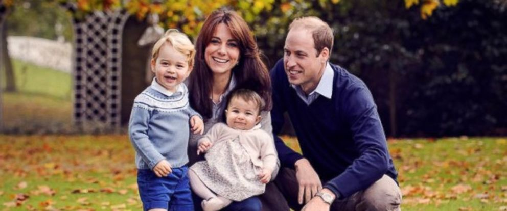 Photo Kate And William Pose For A Christmas Card With George Charlotte