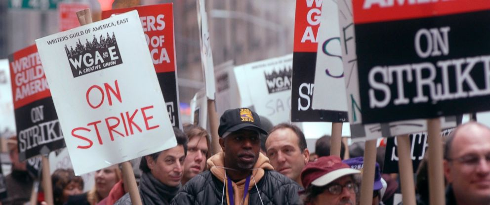 PHOTO: Members of the Writers Guild of America East picket outside News Corp., Nov. 9, 2007, the fifth day of their strike, in New York City.