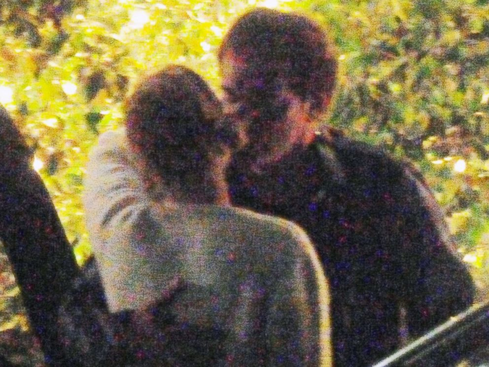 PHOTO: Uma Thurman and Quentin Tarantino share a kiss outside a Mr. Chow restaurant in Beverly Hills, Calif., June 17, 2014.