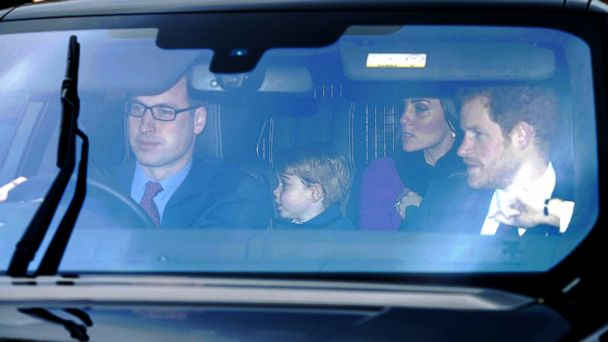 PHOTO: The Duke and Duchess of Cambridge, Prince Harry and Prince George arriving for the Queen's Christmas lunch at Buckingham Palace, London, December 20, 2016.