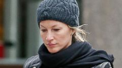 Gisele Bundchen Steps Out with No Makeup