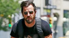 Justin Theroux Bikes Through Manhattan