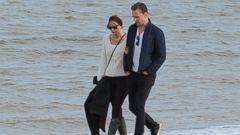 Taylor Swift and New Beau Tom Hiddleston Take a Romantic Beach Walk