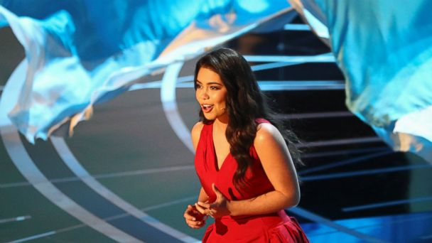 PHOTO: Auli'i Cravalho performs