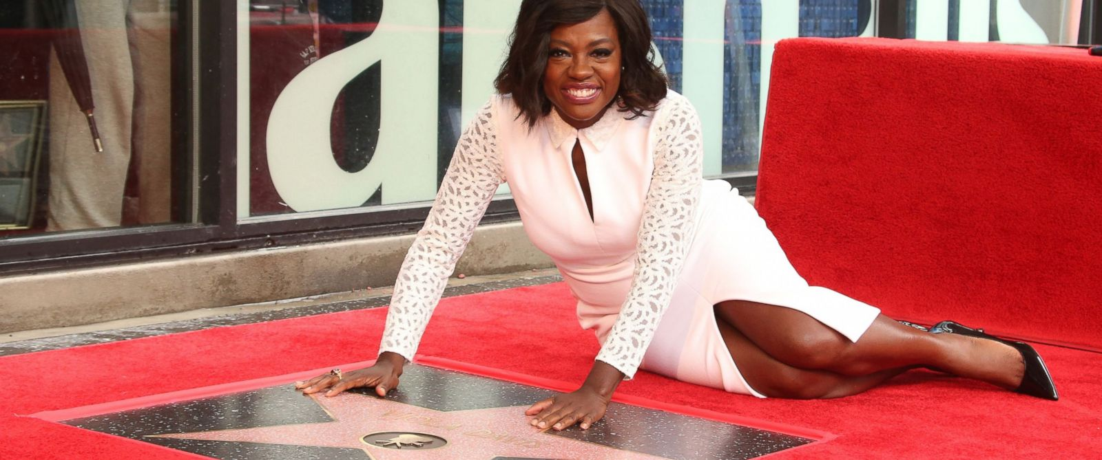 Viola Davis Remembers Late Father While Getting 2017's First Star On Walk  Of Fame